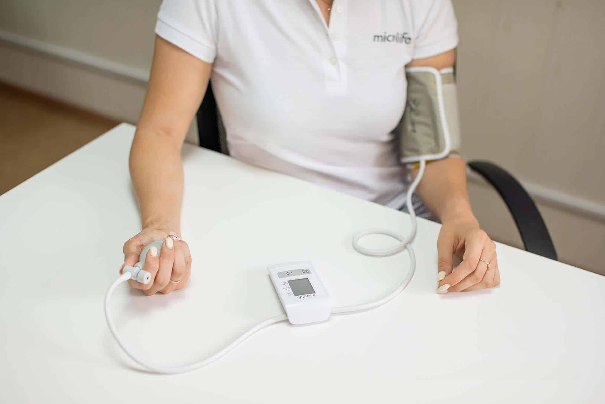 Напівавтоматичний цифровий вимірювач артеріального тиску BP N1 Basic
